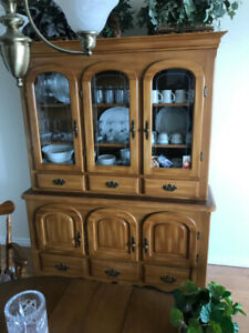 SOLID MAPLE CHINA CABINET WITH DR TABLE AND CHAIRS