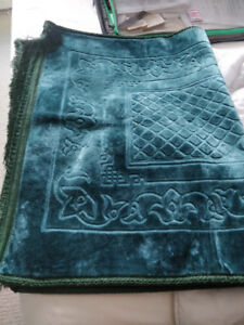LIKE NEW largethick soft prayer mat (rug) from Saudi, pick up dt