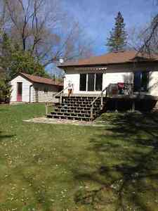 Charming House & Beautiful Property - Lakefield