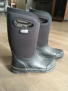 Bogs - size 4  used one winter. Excellent condition.  Gatineau Ottawa / Gatineau Area image 1