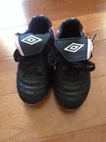 Size 8 toddler girls Umbro soccer cleats
