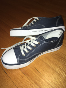 TOMMY HILFIGER RARE COLLECTOR VINTAGE SNEAKERS