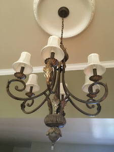 Chandelier et deux appliques/Chandelier and two wall light