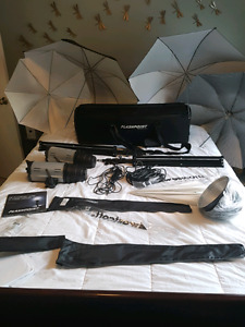 Studio Lighting/Flash Kit with 2x 620A Strobes and umbrellas