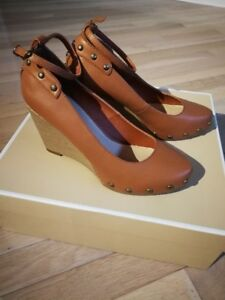 brand new women shoes------size 8