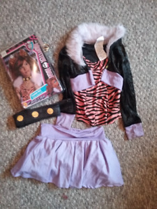 Halloween Monster High Clawdeen Wolf costume and Wig