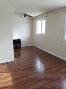 RENOVATED-3-BR 2-STOREY AVAIL NOW WITH MOVE-IN INCENTIVES