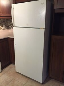 Refrigerator Very Good Condition - Frigo Frigidaire 18.0 Cu.Ft