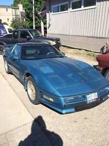 1984 Corvette glass top. Trade for a JEEP