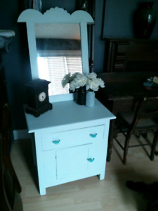 Outport cabinet with mirror