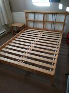 base de lit et petite table