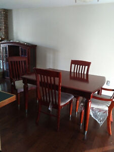 Real wood 6 seater dining room set with hutch