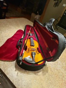 3/4 Size Violin with bow, case and music stand