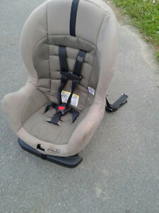 EvenFlo Car Seat - Delivery Included.