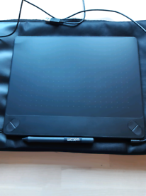 Wacom Intuos Art Pen and touch Medium Graphics Tablet