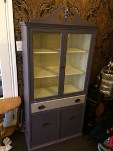 Elegant display hutch