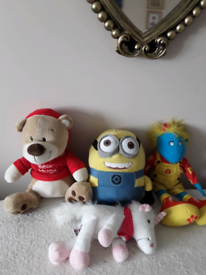 Bundle of soft cuddly teddies in excellent condition from smoke free
