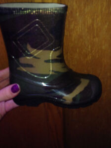 Light up army rain boots size 7 toddler