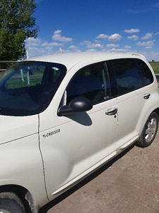 2005 Chrysler PT Cruiser. LOW KM ONLY 77,000km- 2 sets of tires