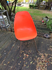 "GENUINE Vintage ""Shell"" Chair"