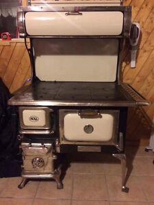 Poêle/ cuisinière à combustion lente de marque oval