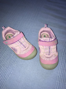 Shoes/chaussures - girl/fille 3 ans - OshKosh size 9