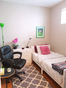 Fully furnished beautiful room on Whyte Ave