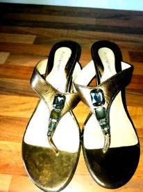 Ladies bronze natural color low heel sandals!