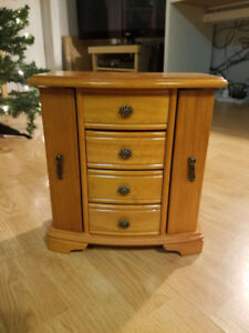 Large Oak Chest Jewelry Box with Necklace Holder Sides