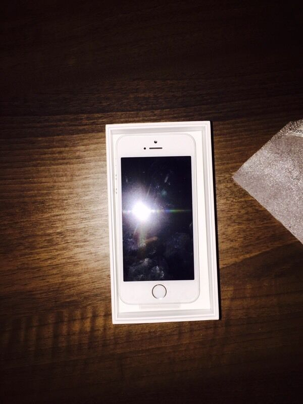Brandnew silver iPhone 5sin Dudley, West MidlandsGumtree - BrandNew iPhone 5s, unwanted upgrade, 16GB,With charger and headphones. All in box