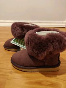 Uggs for Toddler (brand new, size 9/10)