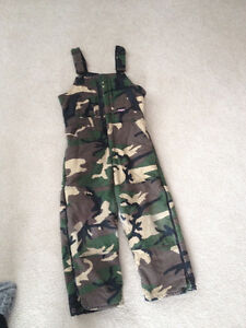 Youth boys camo overalls/snow pants in excellent condition!