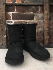 Women's Size 6 Bailey Bow 2 UGG Boots