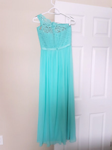 Size 4 prom/bridesmaid dress. Worn once. Excellent condition