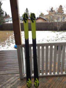 MENS K2 TWIN TIP SKIS (with bindings) NEED TO GO