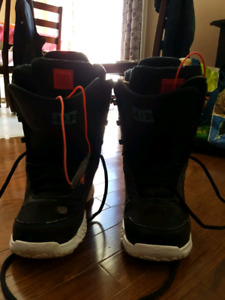 Woman's Sz 9 DC Snow board Boots