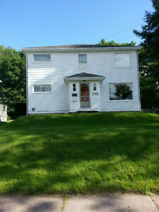 2 bed+den Duplex $895 (heat & hotwater inc.)Available  Now!