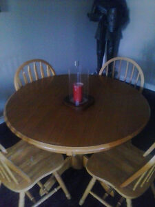 Dining room table and 4 chairs Belleville Belleville Area image 1
