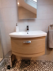 Bathroom wall mounted vanity basin unit