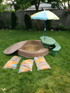 Step 2 naturally playful Sand box with sand and picnic table