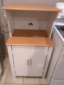 Great Condition Microwave Stand / Bakers Rack Windsor Region Ontario image 1