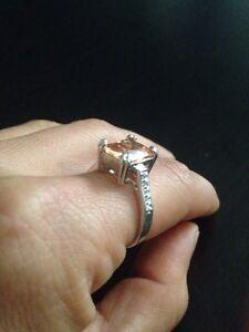 10 Karat White gold topaz ring with diamonds