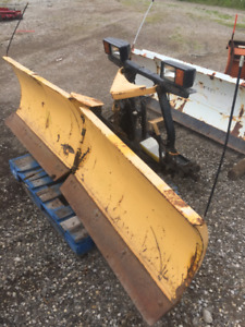 FISHER V-PLOW 9.5'  (NO CONTROL) ONLY 2250$
