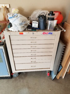 Good condition TOOLS CHEST/BOX with Wheels! call for questions