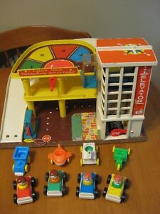 VINTAGE FISHER PRICE LITTLE PEOPLE PARKING GARAGE