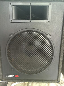 2 X 15  INCH  SUNN / BY FENDER  / 2 WAY SPEAKERS  WITH HORN -