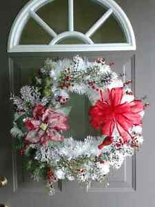 NEW WHITE CHRISTMAS WREATH WITH LIGHTS