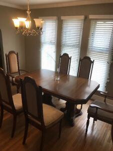 Extendable solid wood dining table with 6 cushioned chairs
