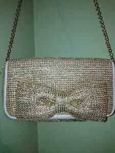 Gold straw bow purse with chain strap Cambridge Kitchener Area image 3