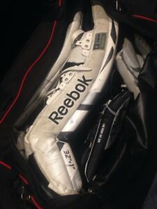 Reebok SR 7K Goalie Pads With Gloves